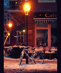 { Atmosphere of Celebration } (Martolda) Tags: christmas winter light snow berlin bike night streetlights atmosphere olympus celebration neve inverno atmosfera lampioni luce sera caf bicicletta berlino e410 ariadifesta martolda rafletvusco