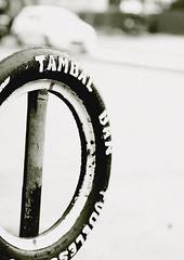 flat tire..service anyone? (targarazki) Tags: mantosz