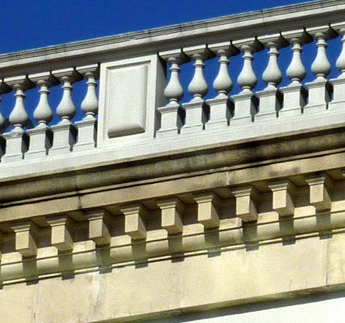 P1000636-2010-02-07-Shutze-Emory-Hospital-South-Facade-Balustrade-Mutule-Details