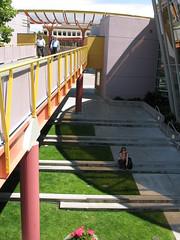 Yellow and orange walkway (Xingu) Tags: yerbabuena yerbabuenagardens