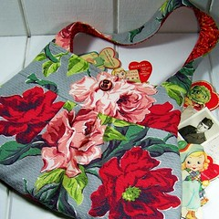 Vintage Roses Barkcloth Bag (fortheloveofpete) Tags: pink red roses vintage bag handmade gray style 1950s button barkcloth upcycled pursebarkcloth