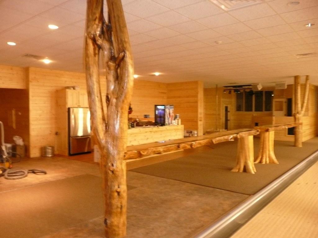 Rec room decor rec room bar lounge decor for Rec room decorating ideas
