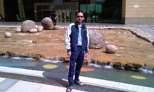 View background, pintu masuk nk ke muzeum. Depan ni ada taman air.
