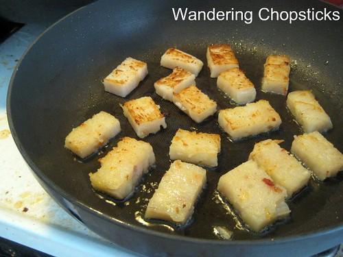 Banh Bot Chien (Vietnamese Fried Flour Cake) 5