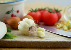 Garlic and Cloves. (Shay Aaron) Tags: italy food house scale kitchen dinner tomato miniature leaf italian doll handmade board fake mini pasta pot polymerclay fimo tiny meal jar garlic faux basil onion spaghetti 12th 112 pesto preparation dollhouse petit ingredient clove twelfth boilingwater fusilli threecolored fusili twistedspaghetti