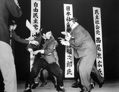 [免费图片] 社会・环境, 案件・事故, 政治, 日本人, 剑・刀, 201003200100