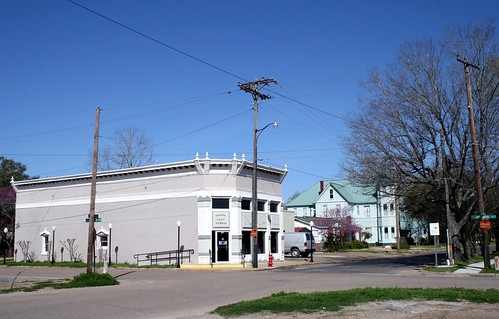 madison county museum with the shapira hotel in bkgd.