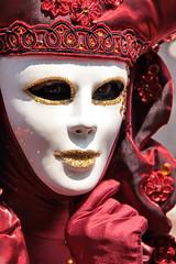 bianco e rosso (Ludooo!) Tags: sguardo carnevale rosso venezia bianco maschera 2010 oro