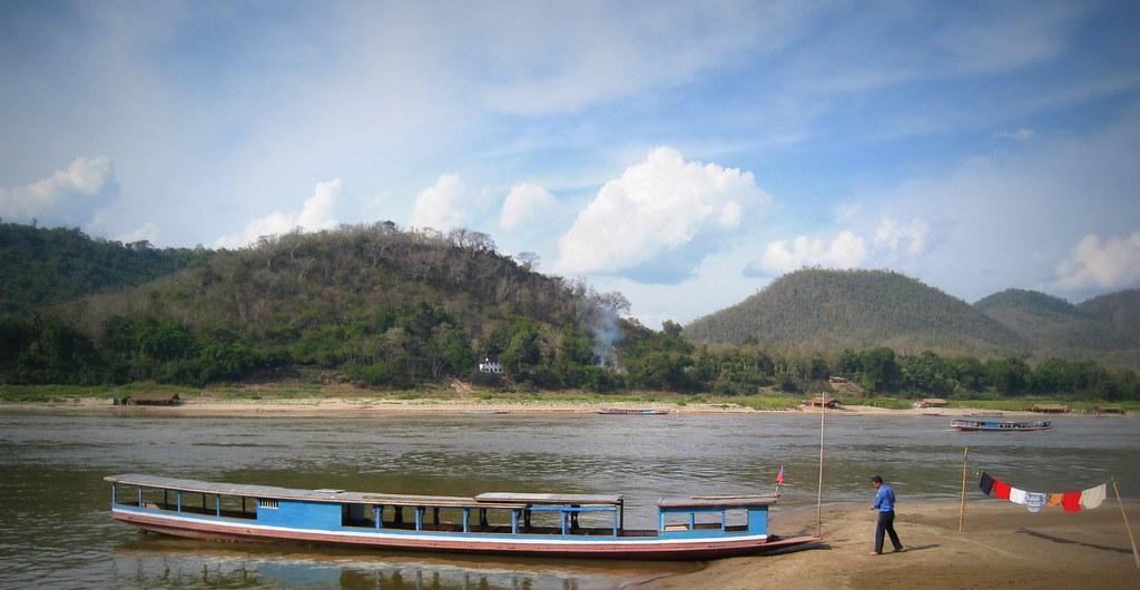 Sur le bord du Mékong