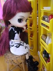 Izumi looks a bit confused (Naralna) Tags: fleur vintage miniature sewing barbie dal blythe rement diorama petite dollhouse sindy dollshouse blythecooking blythekitchen