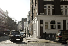 Classic London street scene (Naomi Rahim) Tags: street travel england black london cab taxi bloomsbury blackcab d60 boroughofcamden