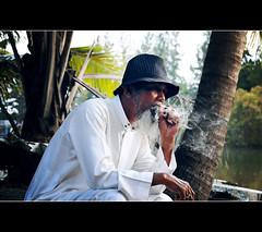Pok Mang (mohdhanafiah) Tags: portrait people cigarette smoke kitlens malaysia orang terengganu marang rokok potret d40 nikond40 pokmang digitalmukmin afsdxnikkor1855mmf35f56gii pulaukabu