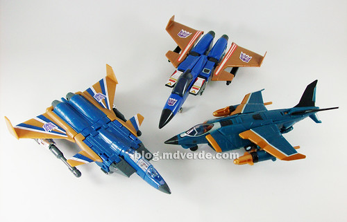 Transformers Dirge Deluxe RotF NEST vs Henkei vs G1 - modo alterno