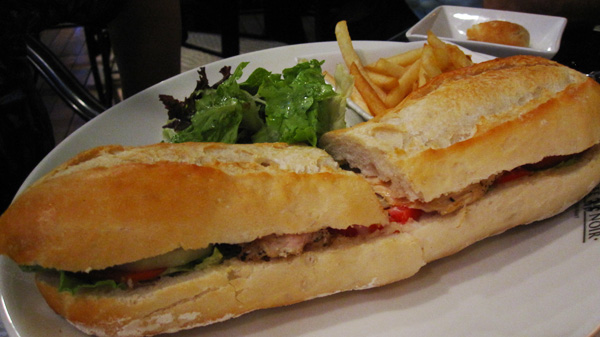 roasted chicken sandwich on baquette
