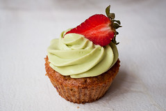 Strawberry Oat Muffins with Matcha Cream Cheese Frosting (kulinarno) Tags: dessert muffins strawberry sweet creamcheese matcha