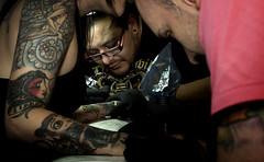 Cobra tattoo (Live Photógrapher -Fotografía Documental Musical) Tags: tattoo nikon cobra colores fotos d200 sg zeta sombras tinta blancos fotografo negros maquinas agujas tatuajes piel pieles cobratattoo kikebarona