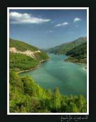 lake (Siriu barrage)