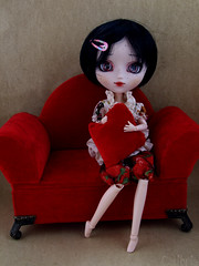 Colibrie | Pullip Kirsche Full custom (Zoo*) Tags: red rouge doll noir sofa balck pullip custom marron custo brun beautymark coolcat kirsche graindebeaut cancanwig bhcoutfit colibrie fullcustom fullcusto obitsu25cm