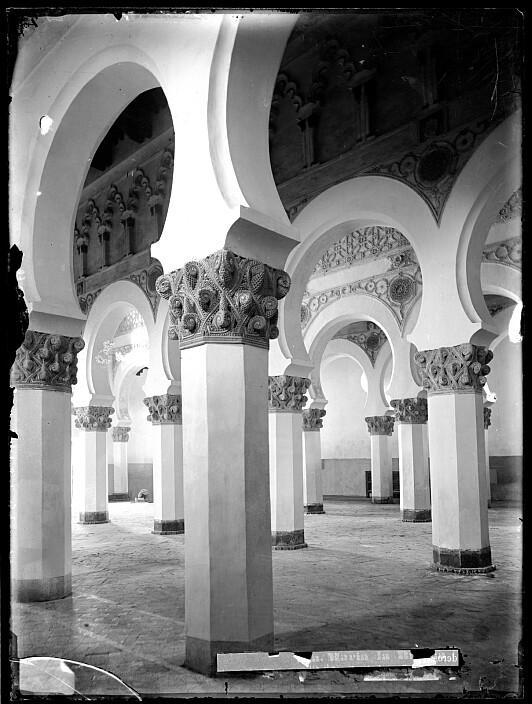Sinagoga de Santa María la Blanca a finales del siglo XIX. Foto Casiano Alguacil. Ayuntamiento de Toledo