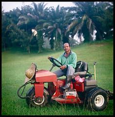 Mr Hazard the bunker man - Golf Series (khai_nomore) Tags: classic 120 tlr film mediumformat golf negative scanned morningwalk rm wideopen fujifilmpro160s rolleiflexautomatx bokehlicious autaut carlzeissjenatessar75mmf35