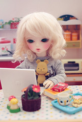 snacks and surfing (Cyristine) Tags: bear ball miniatures doll mari bjd rement jointed pipos