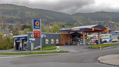 Billig bensin -|- Cheep gas (erlingsi) Tags: norway norge noruega oc 169 volda statoil noorwegen noreg erlingsi erlingsivertsen bensinstasjon