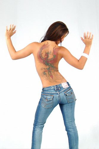 tatuagem fenix nas costas