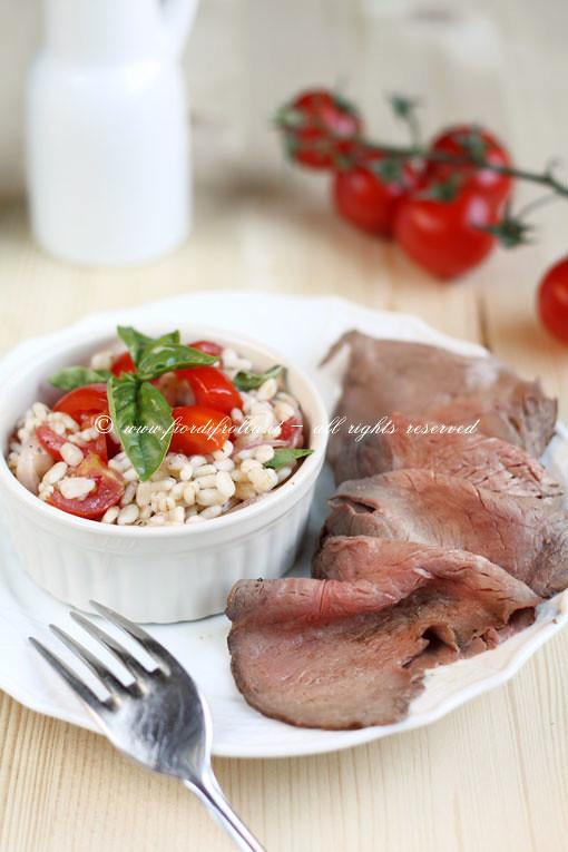 Roast beef con insalata estiva di farro