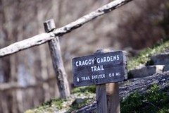 Craggy Gardens trail marker (by: Andrew Chipley, creative commons license)