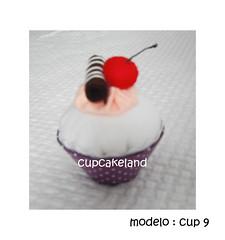 cupcake tecido mod.9 (Cupcakes de tecido Cupcakeland) Tags: cupcakes decoração presentes sache lembrancinhas alfineteiro agulheiro cupcakefeltro docesdefeltro cupcakedetecido lembrançaparachá lembrançaparacasasamento docesemfeltro docesemtecido