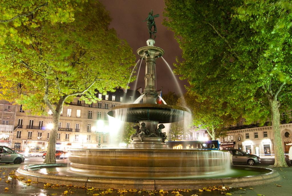 "Fontaine ""nymphe marine"" de Gabriel Davioud"