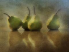 26/52 peritas en fila (Ani Carrington) Tags: pears stilllife textured 52stilllifes fruit reflections green brown