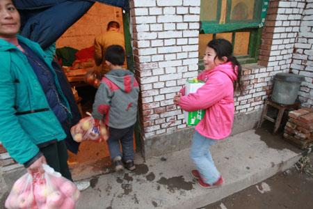 凤翔血铅儿童终于领到了安全食品