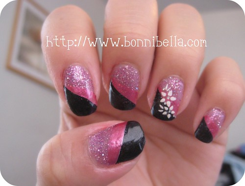 Nail Art - Tri color: pink glitter, black, pink white flowers