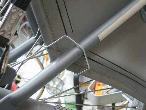 Another view of our DIY jasbechermers (skirt guard) clip on a Batavus Old Dutch bicycle.