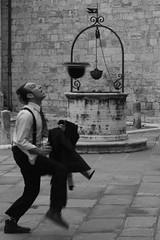 Cappello o secchiello? / Hat or bucket? (AndreaPucci) Tags: italy church hat bucket italia chiesa tuscany siena toscana cappello artista pozzo secchio canoneos400 orcia canonefs1855mm3556 andreapucci