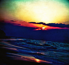 17th hour (ohmacaroni) Tags: sunset beach seaside abarat goldcollection