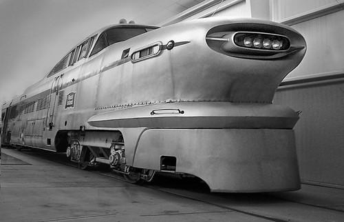 フリー画像| 電車/列車| GM Aerotrain| レトロ| モノクロ写真|       フリー素材|