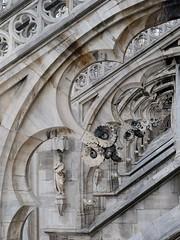 Espejo de piedra (hermenpaca) Tags: church stone catholic milano catedral iglesia duomo romancatholic agujas piedra miln ilduomo catlica lombarda catlicaromana