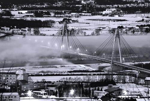 [フリー画像] 建築・建造物, 都市・街, 橋, 日本, 北海道, モノクロ写真, 201102130500