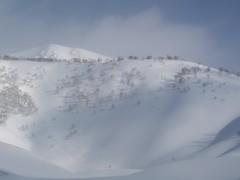 五色温泉から見た点発生雪崩