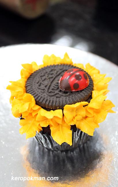 Keropokman's Sunflower Cupcake.
