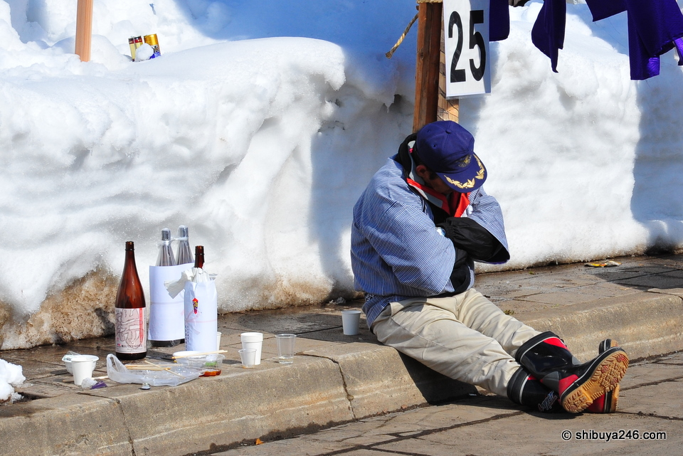 The middle of the day got quite warm and against the backdrop of snow and Sake it was time for some to just take a nap.