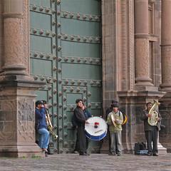 Merry Music Men at the Cusco Cathedral (Mondmann) Tags: men peru church southamerica cuzco musicians cathedral streetperformers cusco streetmusicians musicmen mondmann canonpowershotg10