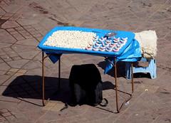 dientes y dentaduras (www.infografiagijon.es) Tags: travel viaje canon asturias morocco maroc marrakech aviles fotografia oviedo marruecos gijon marzo xixon 2010 markii dientes asturies infografia dentaduras astur eos5d  infografias almagrib infoarquitectura hernancad wwwinfografiagijones