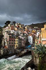 Riomaggiore, Cinque terre (Jared Ropelato) Tags: ocean travel sea cliff nature cinqueterre riomaggiore 5photosaday jaredropelato ropelatophotography