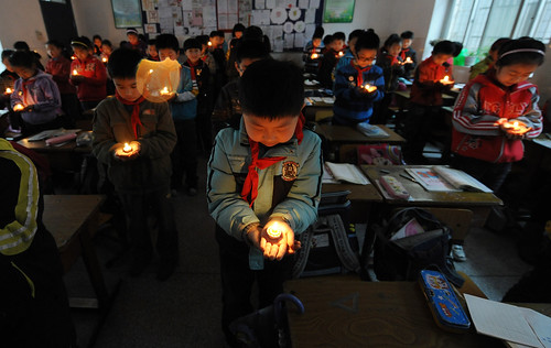 Chinese Students Hold a Candlelight Vigil to Mourn Earth Quake Victims