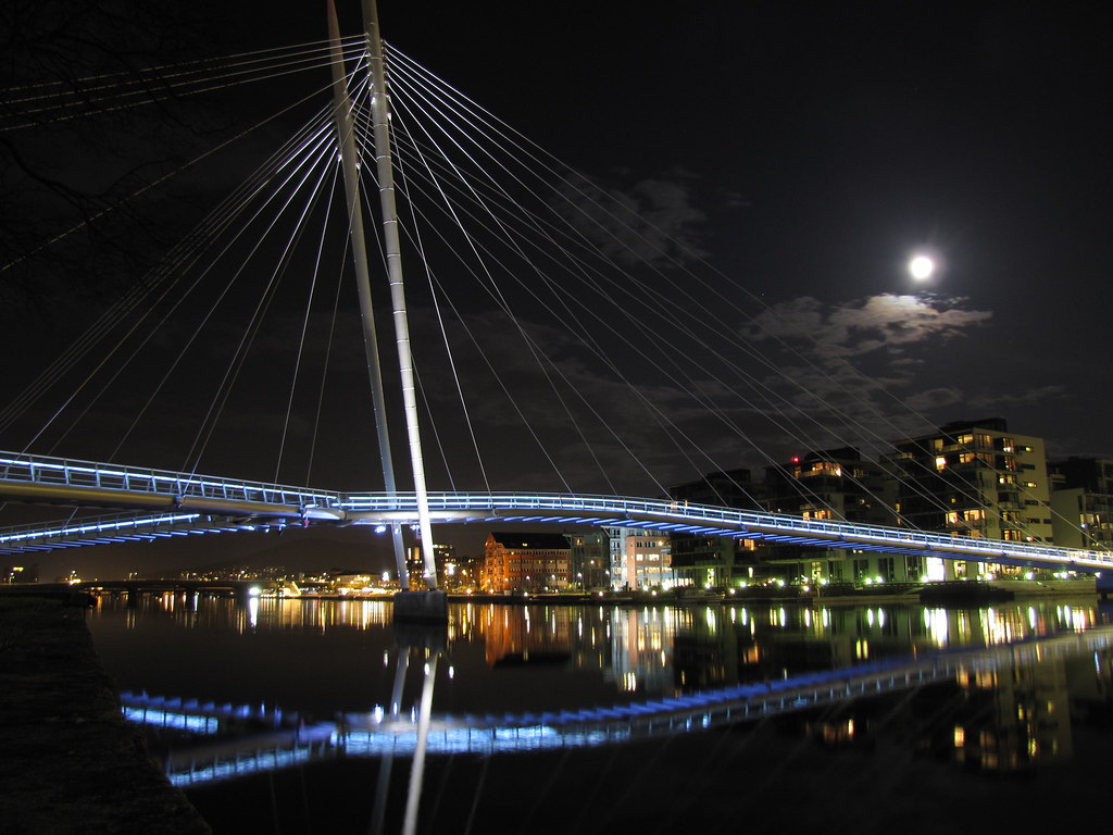 Ypsilon bridge by night