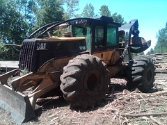 CAT 525B Skidder with Winch in NC 04 (Jesse Sewell) Tags: cat forsale forestry logging 360 caterpillar 525 winch 630 deere 660 grapple 545 620 catarpillar 560 tigercat 460 timberjack 848 catrpiller 648h singlearch 525b 360c 450c 560c 610c 660c 620c catrpillar 540h 640g 535b 460c 525c wwwskidderzonecom skidderzone 518c 540g dualarch 535c wwwjessesewellwordpresscom wwwyoutubecomuserskidderzone wwwflickrcomphotosskidderzone 545c 648g 748g 548g 548g2 548gii 540g2 540gii 540giii 548g3 540g3 640g2 640gii 640giii 640g3 640h 548h 748h 848h 848g3 848giii 848g2 648gii 630c 630d e620c