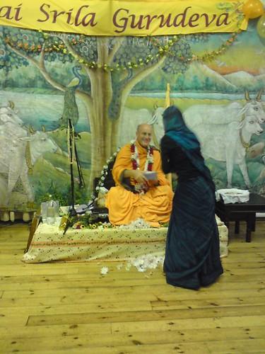 Indradyumna Swami Vyasa puja in UK 2010 -0019 por ISKCON desire  tree.